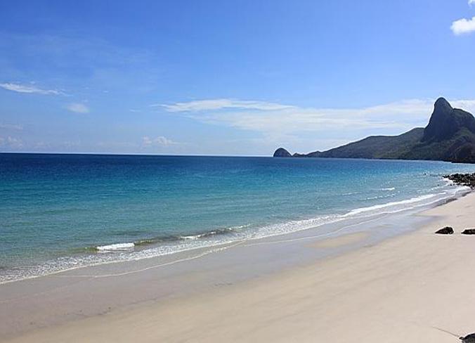 Bãi biển đẹp trên đảo Quan Lạn