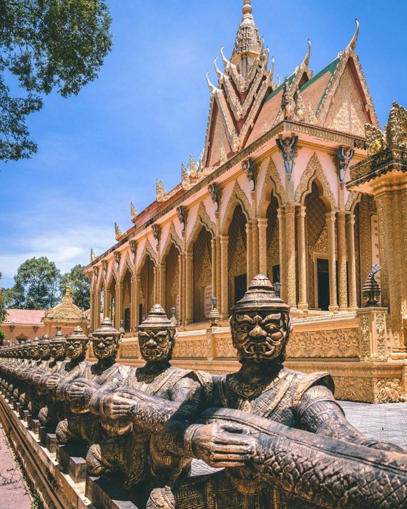 Chùa Vàm Ray mang phong cách kiến trúc Angkor
