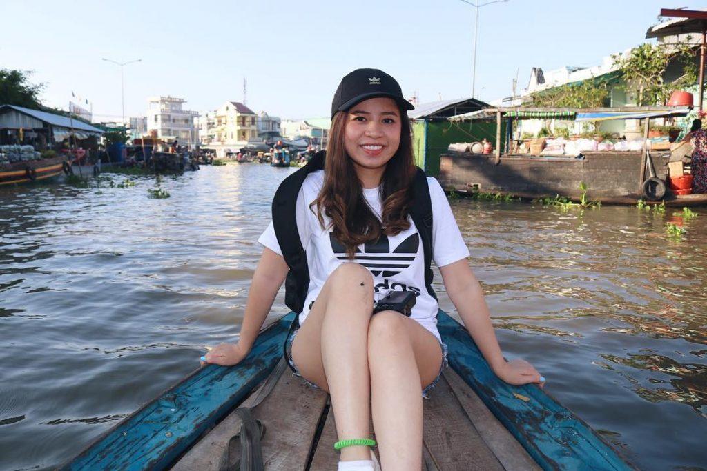 Đi thuyền ra chợ nổi Ngã Năm