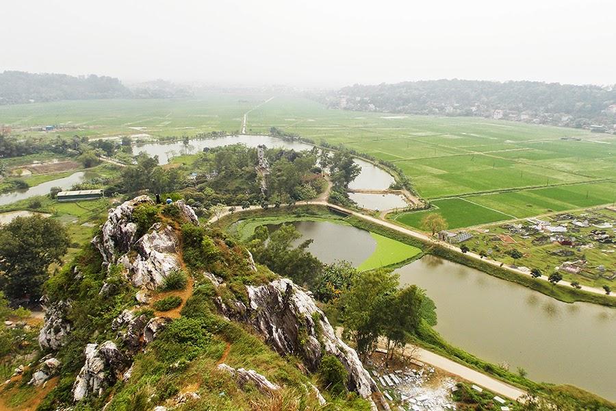 Quang cảnh thiên nhiên nhìn từ đỉnh Núi Trầm