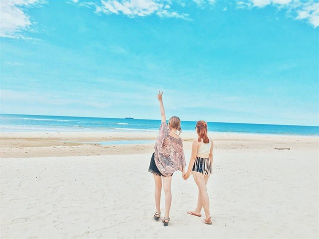 Bãi biển Cam Bình