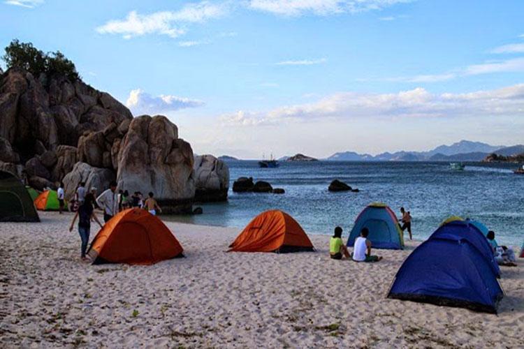 Cắm trại ở biển Hồ Cốc