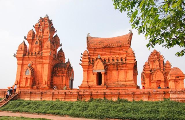 Làng Văn hóa 54 dân tộc ở Đồng Mô