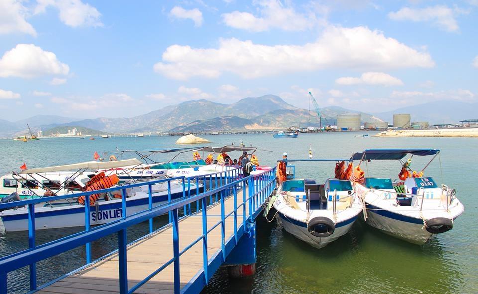Tàu ra đảo Bình Ba