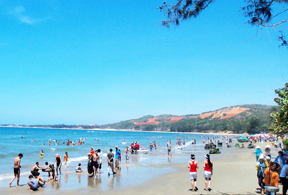 Tắm biển Mũi Né