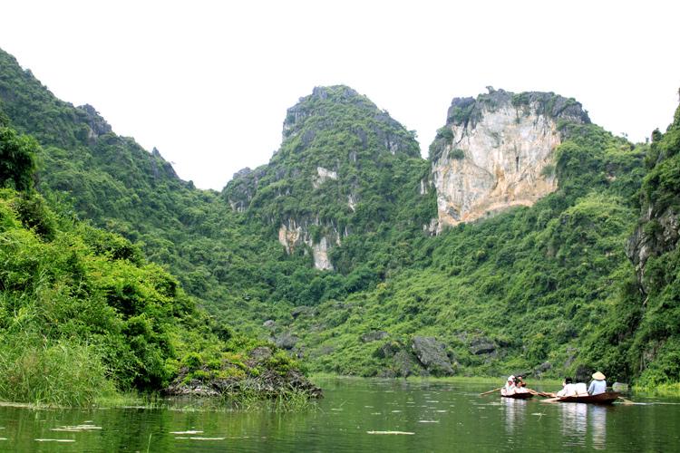 Phong cảnh hữu tình ở Hồ Quan Sơn